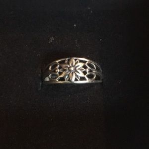 Jewelry - Sterling silver floral ring